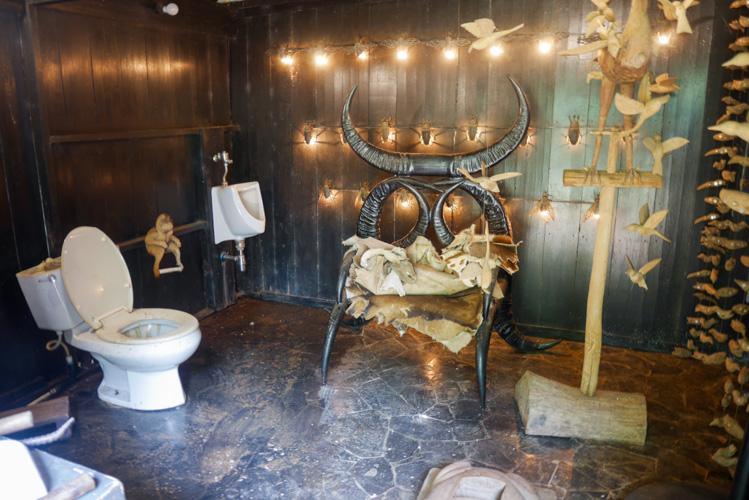 toaleta w Baan Dam