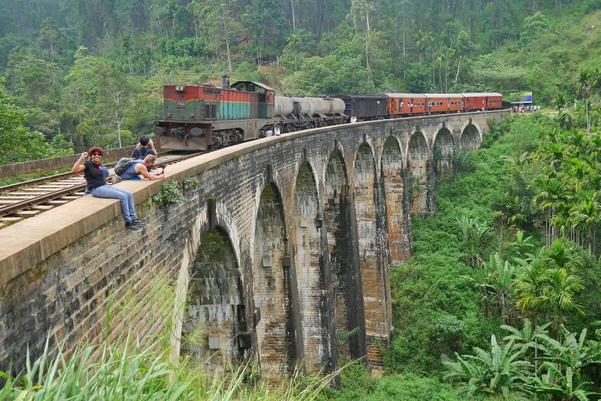 pociąg w Ella na Sri Lance