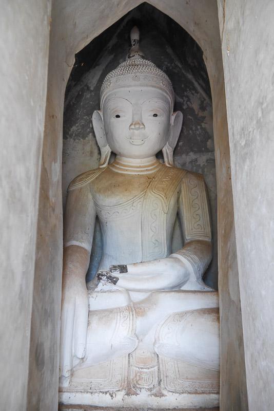 Budda w In Dein nad jeziorem Inle Lake