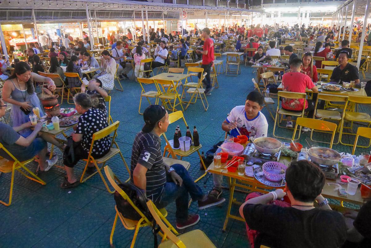 targ z jedzeniem w Chiang Rai