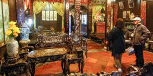 Salon w wielopokoleniowym domu Tan Ky