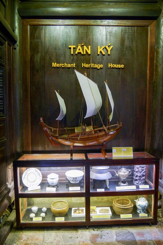 Makieta statku jaki używali przodkowie rodziny Tan Ky w XIX wieku