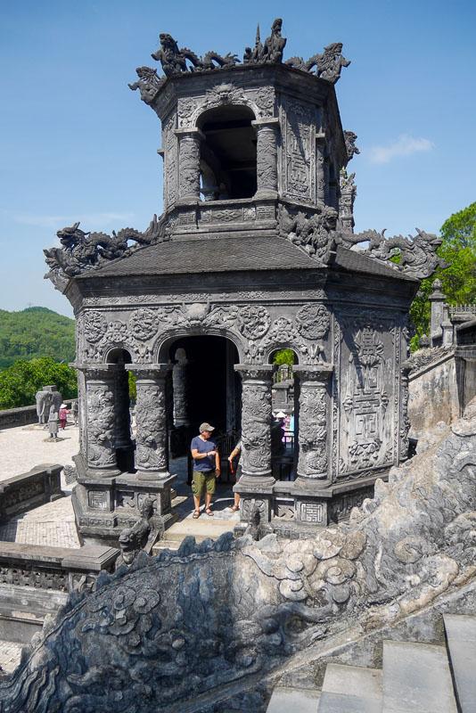 Świątynia z pamiątkową tablicą