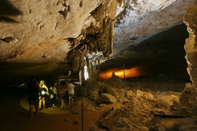 jaskinia Kong Lor w Laosie