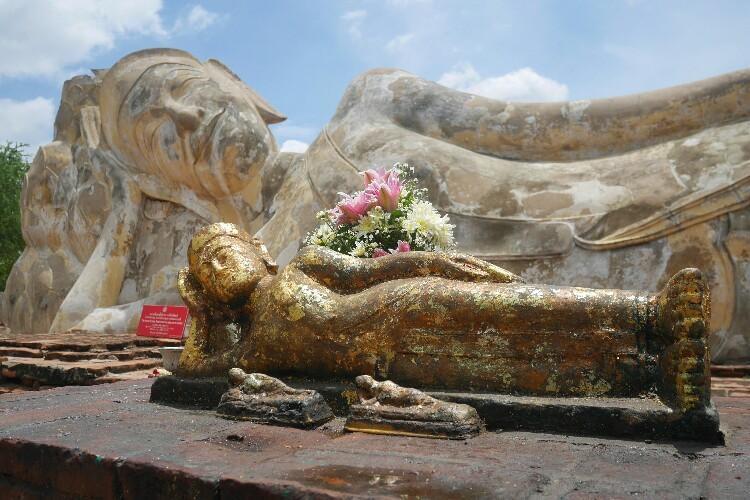 Wat Lokayasutharam - leżący Budda