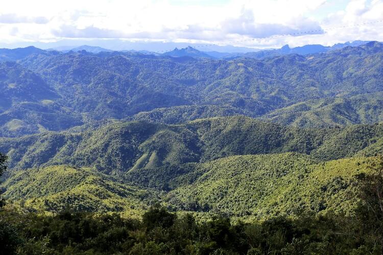 góry w Laosie