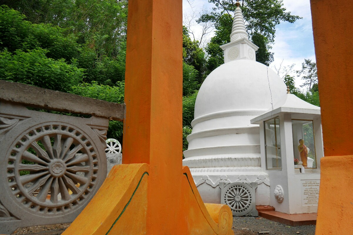 świątynia blisko Ella na Sri Lanka