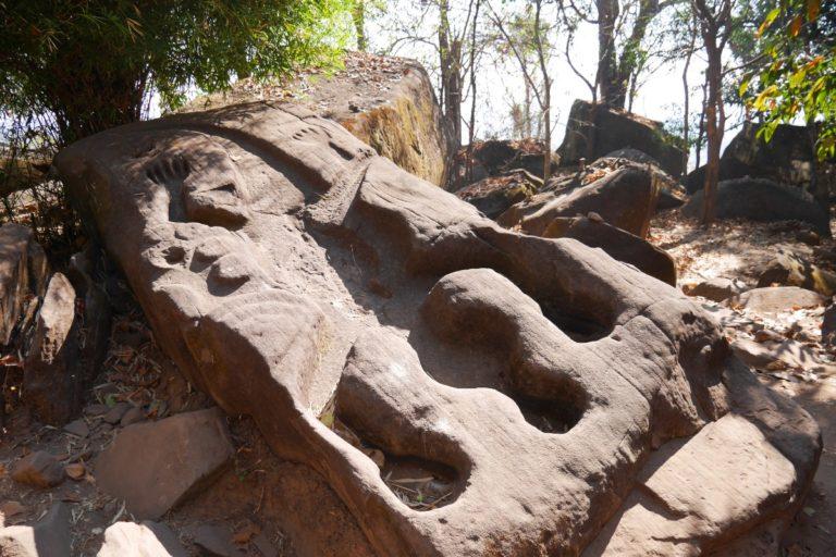 Krokodyl wydrążony w skale w świątyni Wat Phou