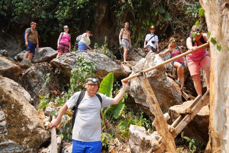 jaskinia Pha Tha niedaleko Vang Vieng w Laosie