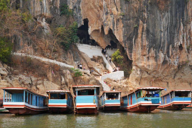 jaskinia Pak Ou nad rzeką Mekong w Laosie