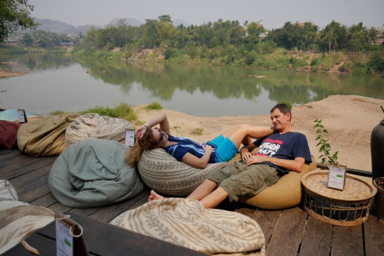 rzeka Nam Khan w Luang Prabang w Laosie