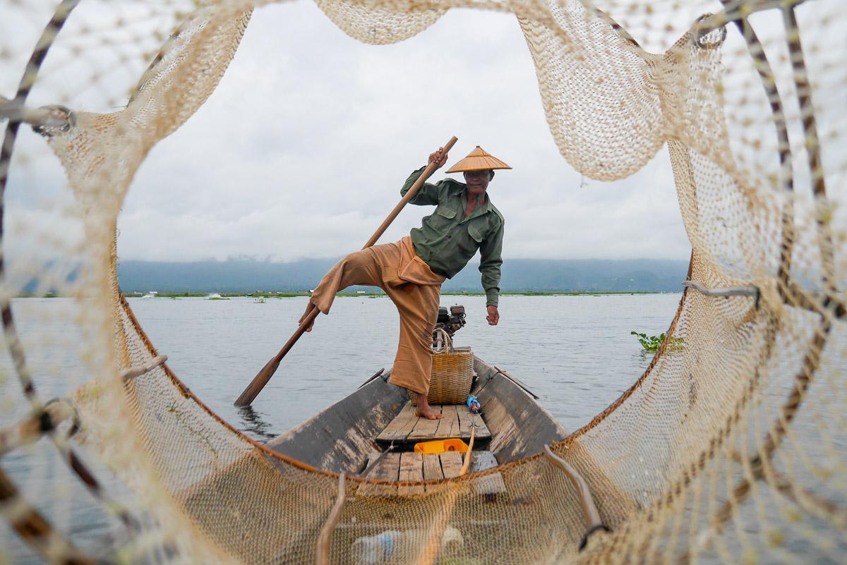 rybak nad jeziorem Inle Lake