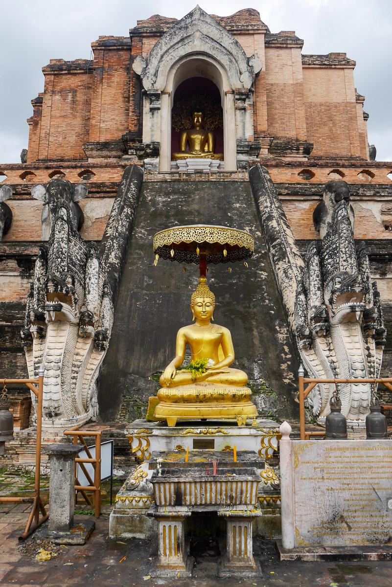 Wat Chedi Luang w Chiang Mai