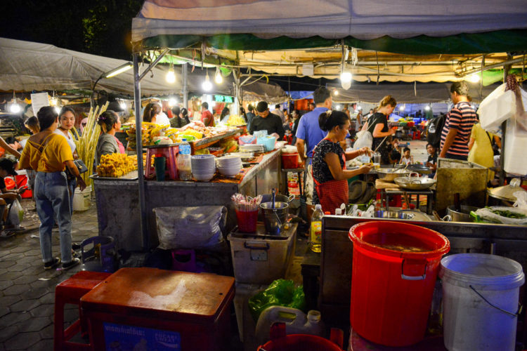 Targ Nocny w Phnom Penh w Kambodży