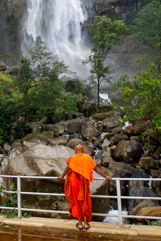 widok z mostu na Wodospad Diyaluma