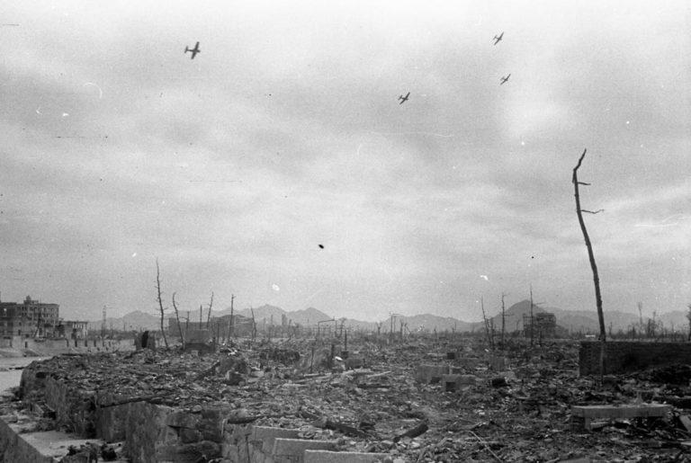 Ruiny Nakajima-hon-machi (dawne centrum handlowo-rozrywkowe). Dziś znajduje się tu Park Pamięci i Pokoju. Zdjęcie: Shigeo Hayashi, dzięki uprzejmości Muzeum Pokoju w Hiroszimie