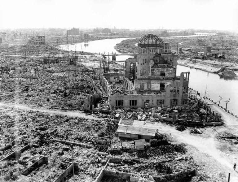 Zburzone centrum wystawiennicze używane do promocji przemysłu prefektury Hiroszima. Zdjęcie: US Army, dzięki uprzejmości Muzeum Pokoju w Hiroszimie