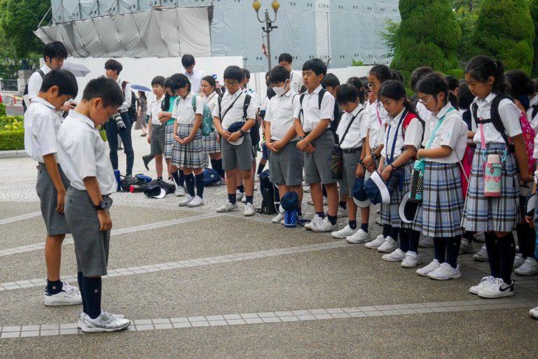 modlitwa przed Dziecięcym Pomnikiem Pokoju