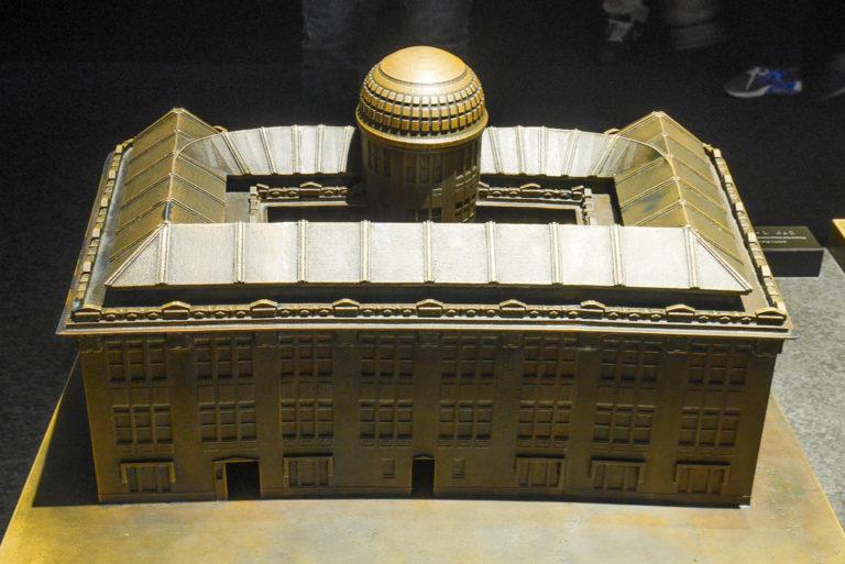 Makieta Genbaku Dome w Muzeum w Hiroszimie przed wybuchem bomby