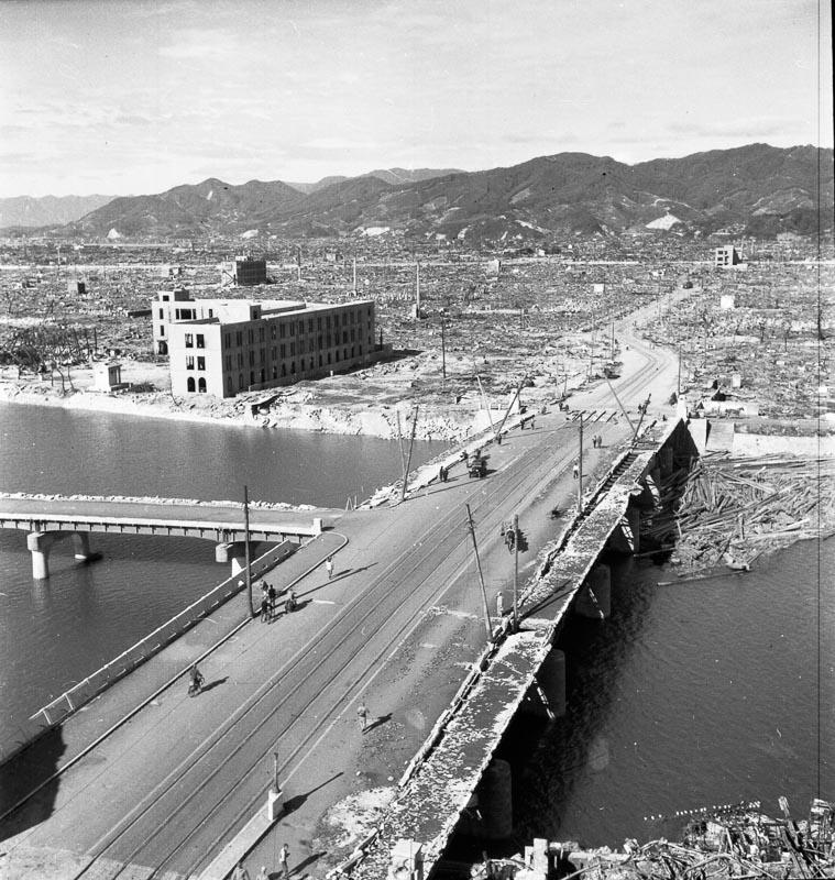 Mostu Aioi w kształcie litery T - cel ataku. Zdjęcie: Shigeo Hayashi, dzięki uprzejmości Muzeum Pokoju w Hiroszimie