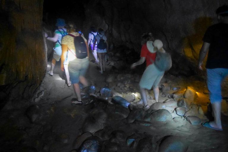 Wąska i długa jaskinia Hoi
