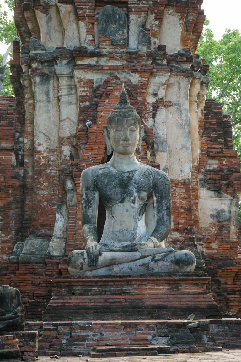 Siedzący Budda w Wat Maha That