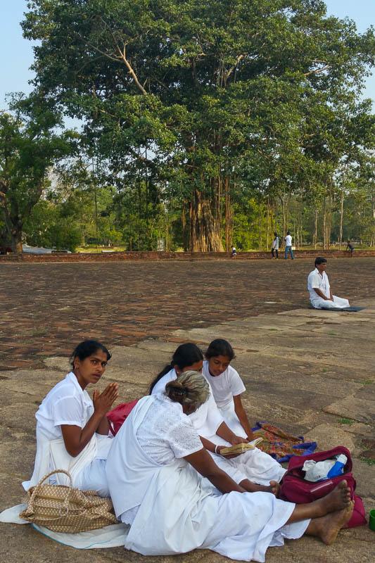 Modlitwa przed dagobą Jatavanaramaya