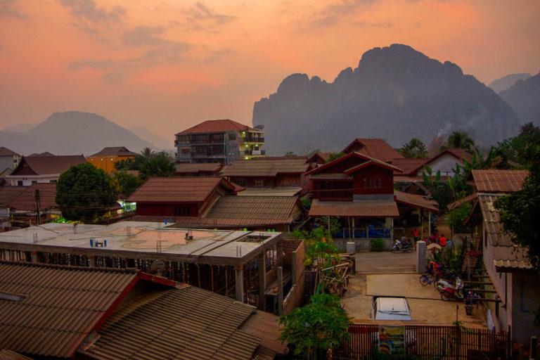 Zachód słońca nad Vang Vieng