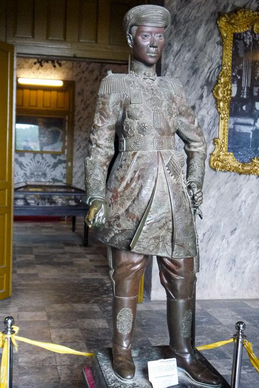Khai Dinh - rzeźba z brązu odlana we Francji