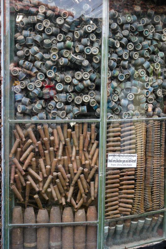 Amunicja i miny w Muzeum Min Lądowych niedaleko Siem Reap
