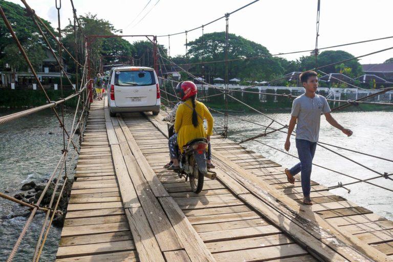 Most przez rzekę Nam Song