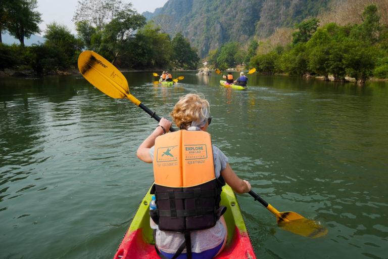 Spływ kajakowy po rzece Nam Song