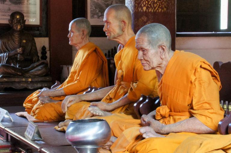 Mnisi w Wat Phra Singh