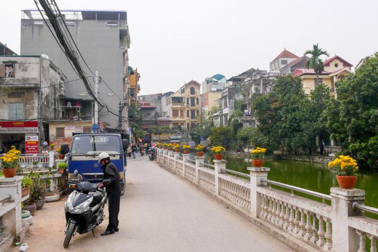 Budynki wokół jeziora Huu Tie