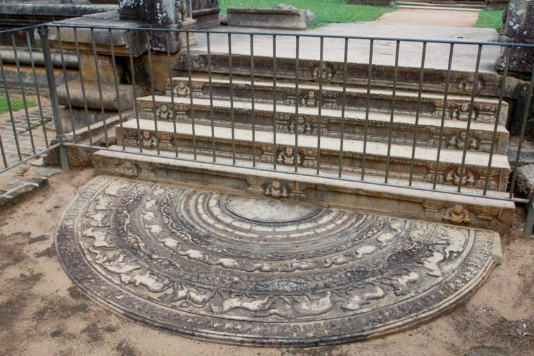 Najbardziej znany kamień księżycowy w Anuradhapura - Abhayagiri