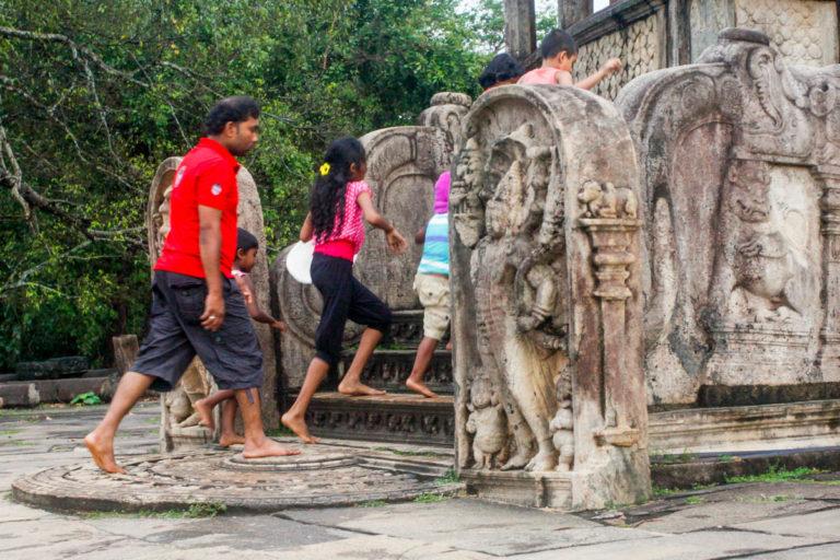 Kamień księżycowy, strażnicy i balustrada - Vatadaga w Polonnaruwa
