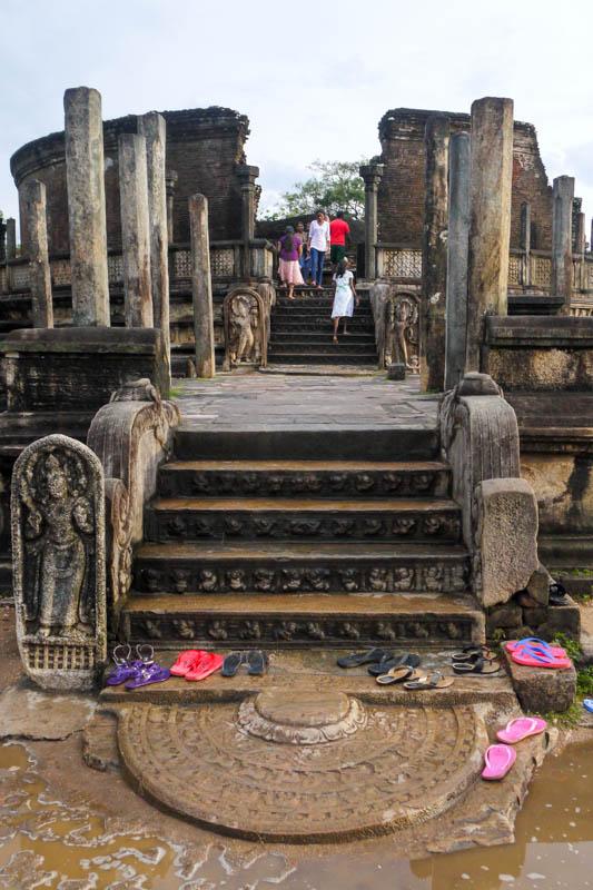 Pierwszy z dwóch kamieni księżycowych w Vatadage w Polonnaruwa