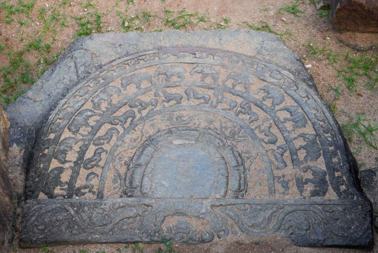 Moonstone w kompleksie Quadrangle w Polonnaruwa