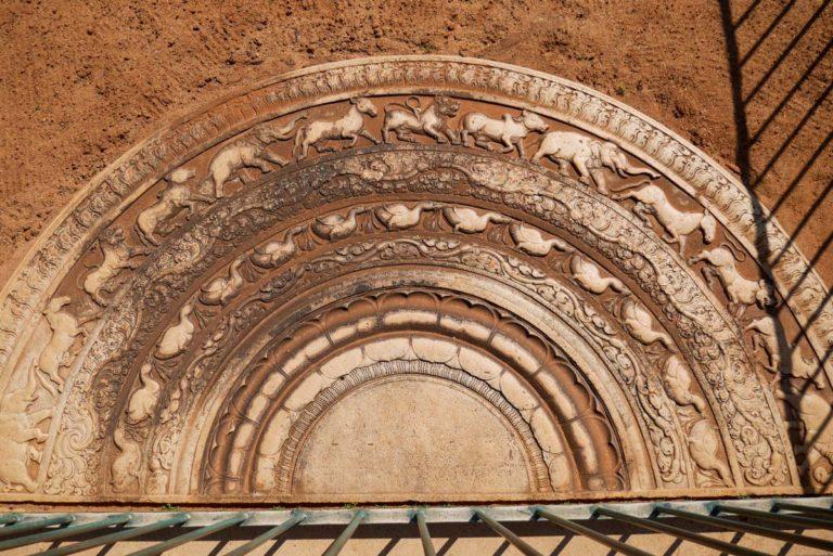 Kamień księżycowy w Anuradhapura - Abhayagiri