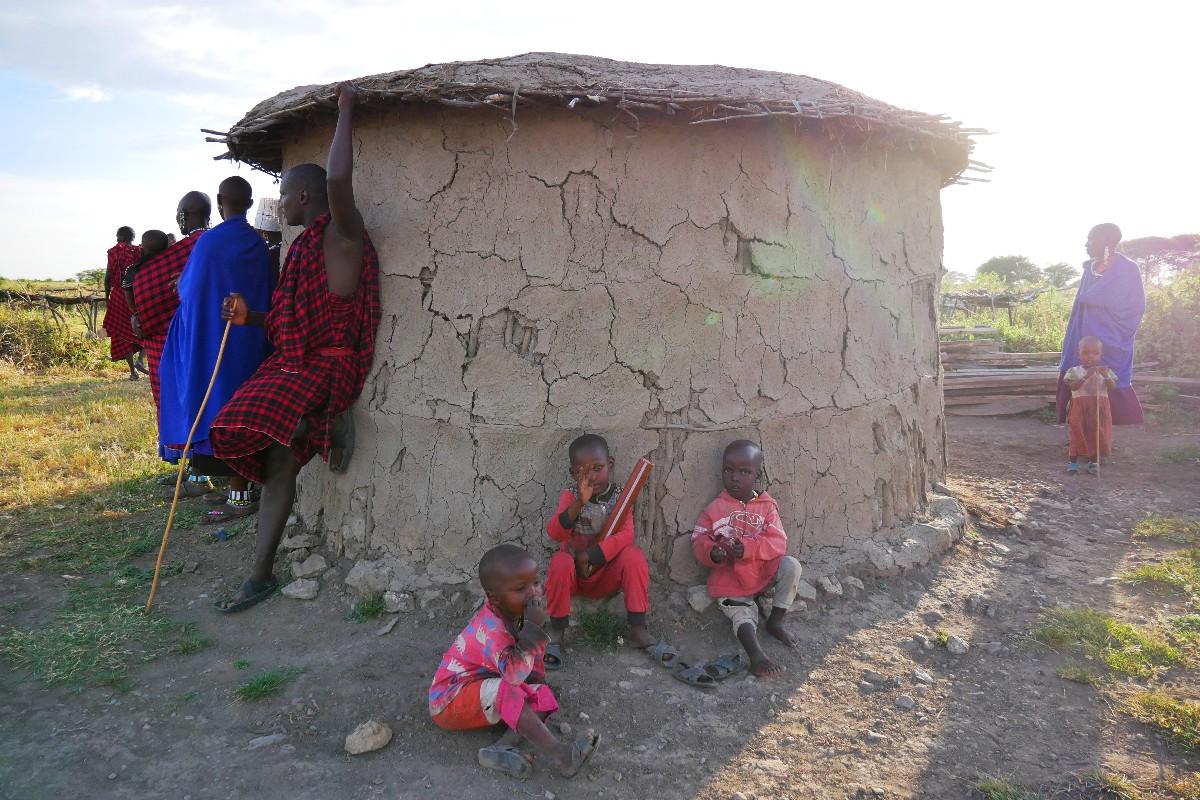 Typowy masajski dom wybudowany przez kobietę