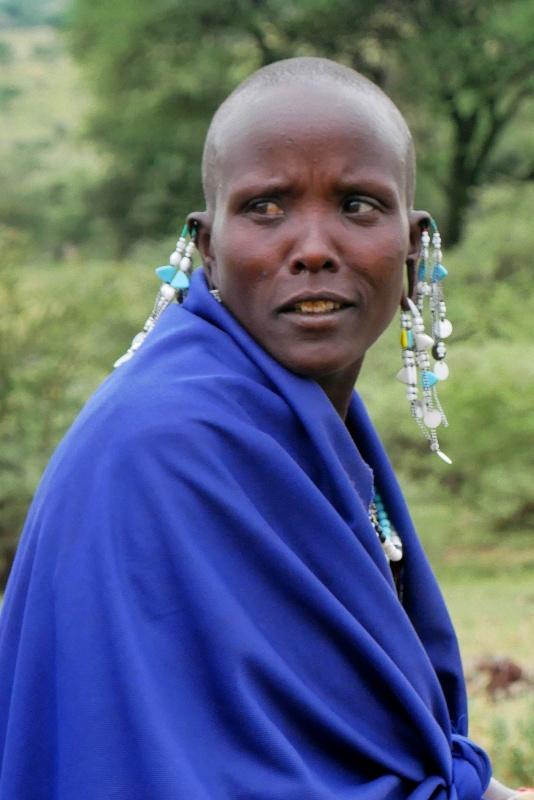 Przy drodze Masajka sprzedaje miód