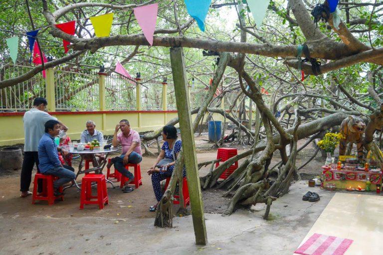 Miejsce przy drzewie Gian Gua, gdzie można odpocząć