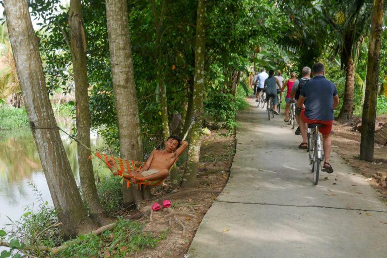 Betonowa trasa rowerowa w Delcie Mekong