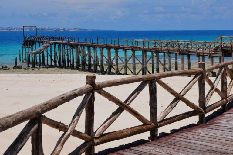 Widok na Zanzibar z Prison Island