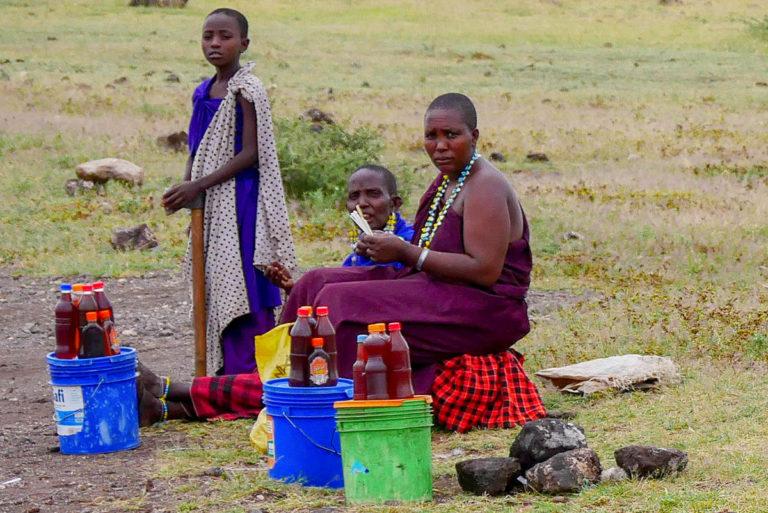 Masajki zajmują się m.in. sprzedażą miodu