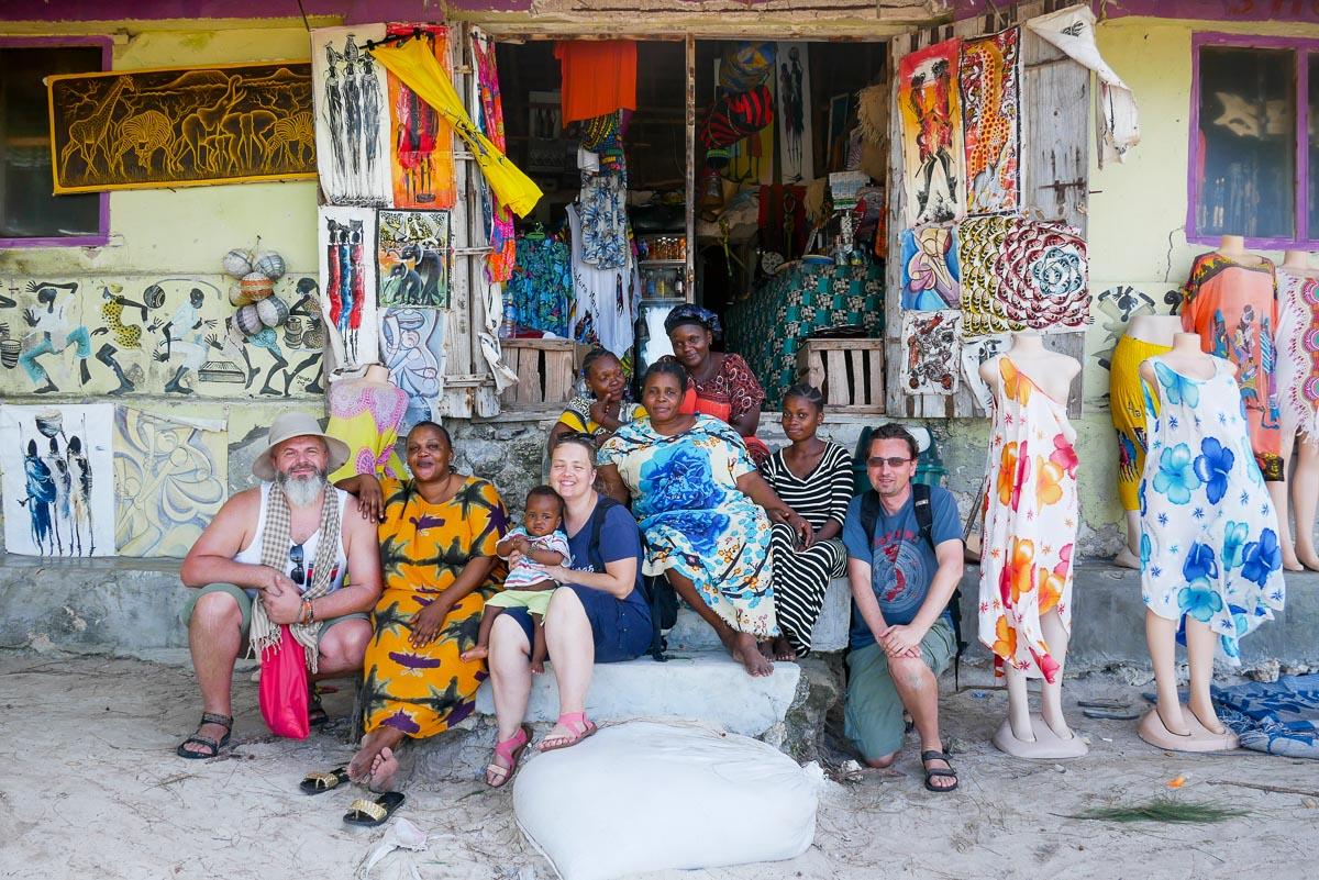 Sklep Mama Africa na plaży. Zanzibar