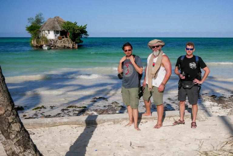 Jak celebryci... w tle jeden z najbardziej rozpoznawalnych obiektów na Zanzibarze