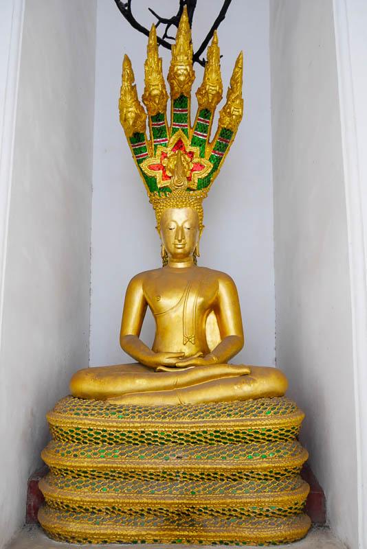 Budda z wężem Naga
