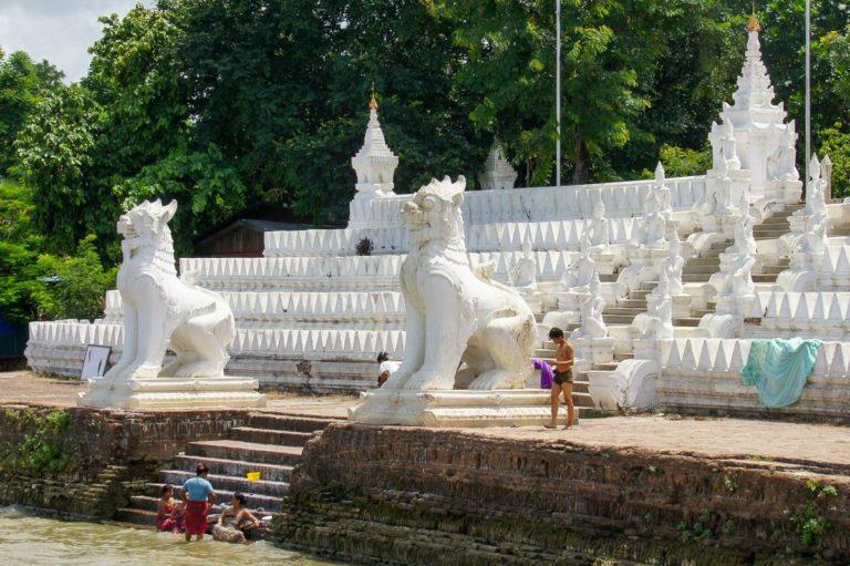 Wejście do pagody Sat Taw Yar w Mingun