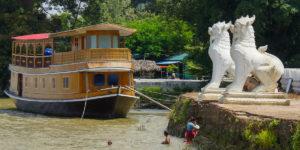 Lwy strzegące świątynię w Mingun